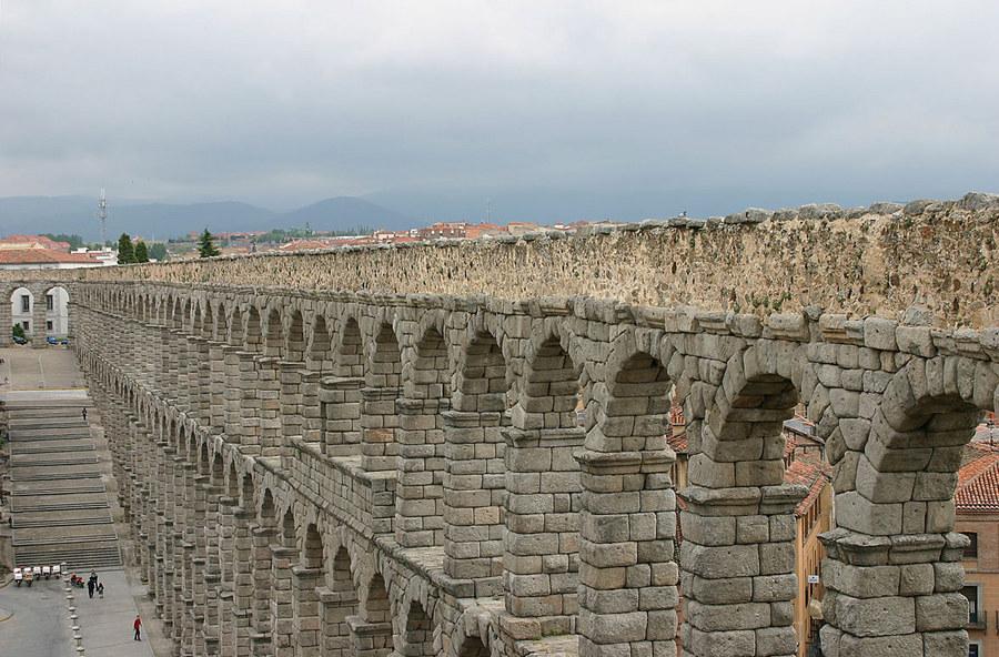 Der römische Aquädukt von Segovia, Spanien von Philomena Hammer
