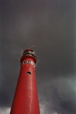 Der rote Turm im Sturm