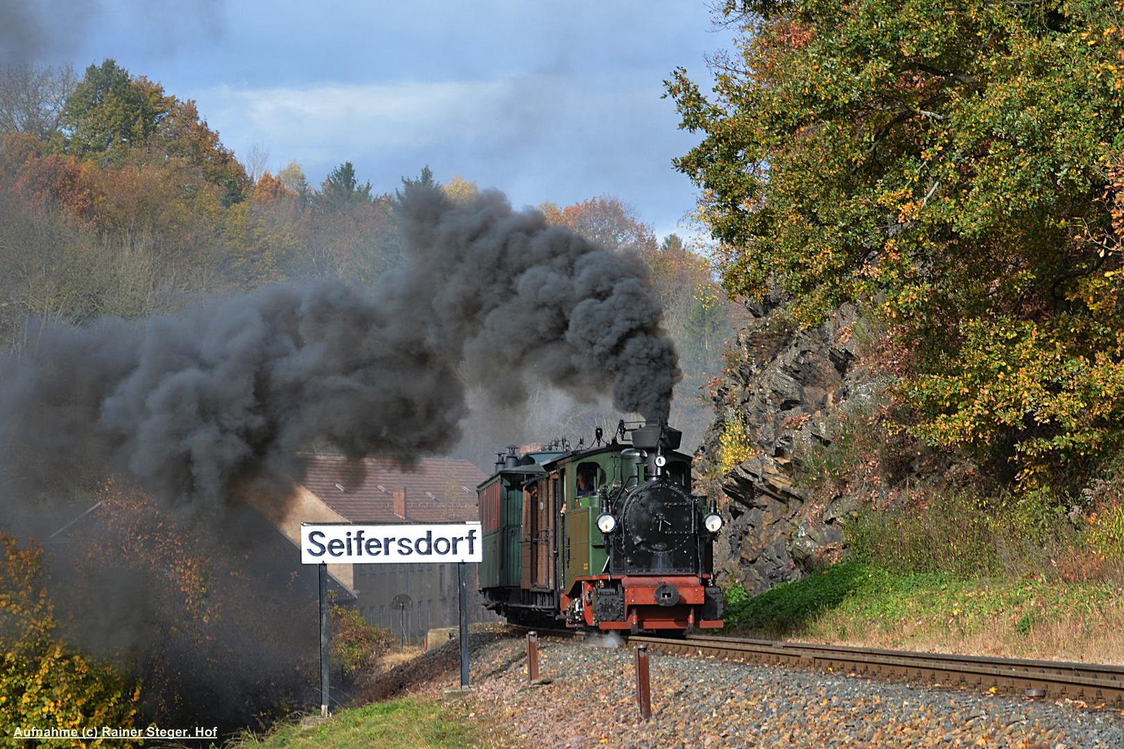 Der Sachsenzug mit IK No.54 im Weißeritztal
