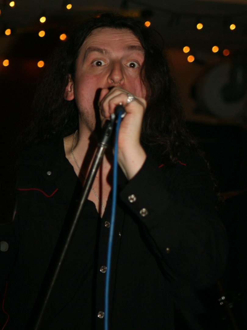 Der Sänger der Deep Purple-Coverband Deep Black