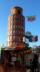Der schiefe Turm von Pizza