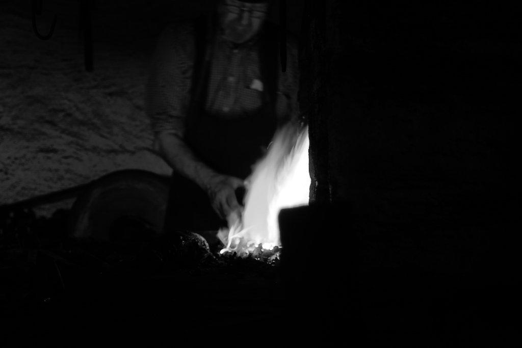 Der Schmied , ist Immer noch jemand der seine Hand , für andere ins Feuer Legt
