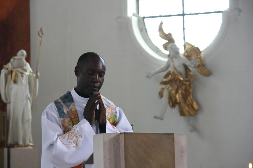 der schwarze Priester