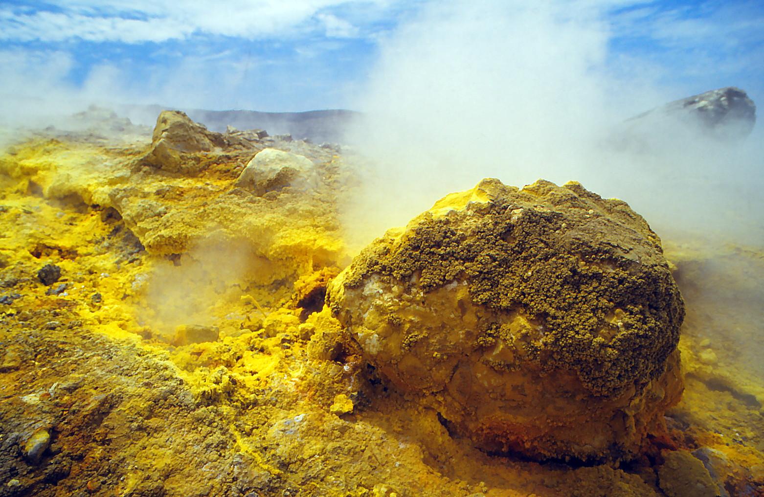 Der Schwefelstein auf Vulkano-Lip. inseln