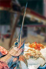 Der Schwertfisch wirbt für frischen Fisch!