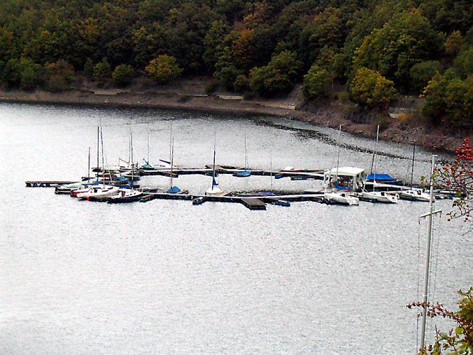 Der schwimmende Segelyachthafen 2