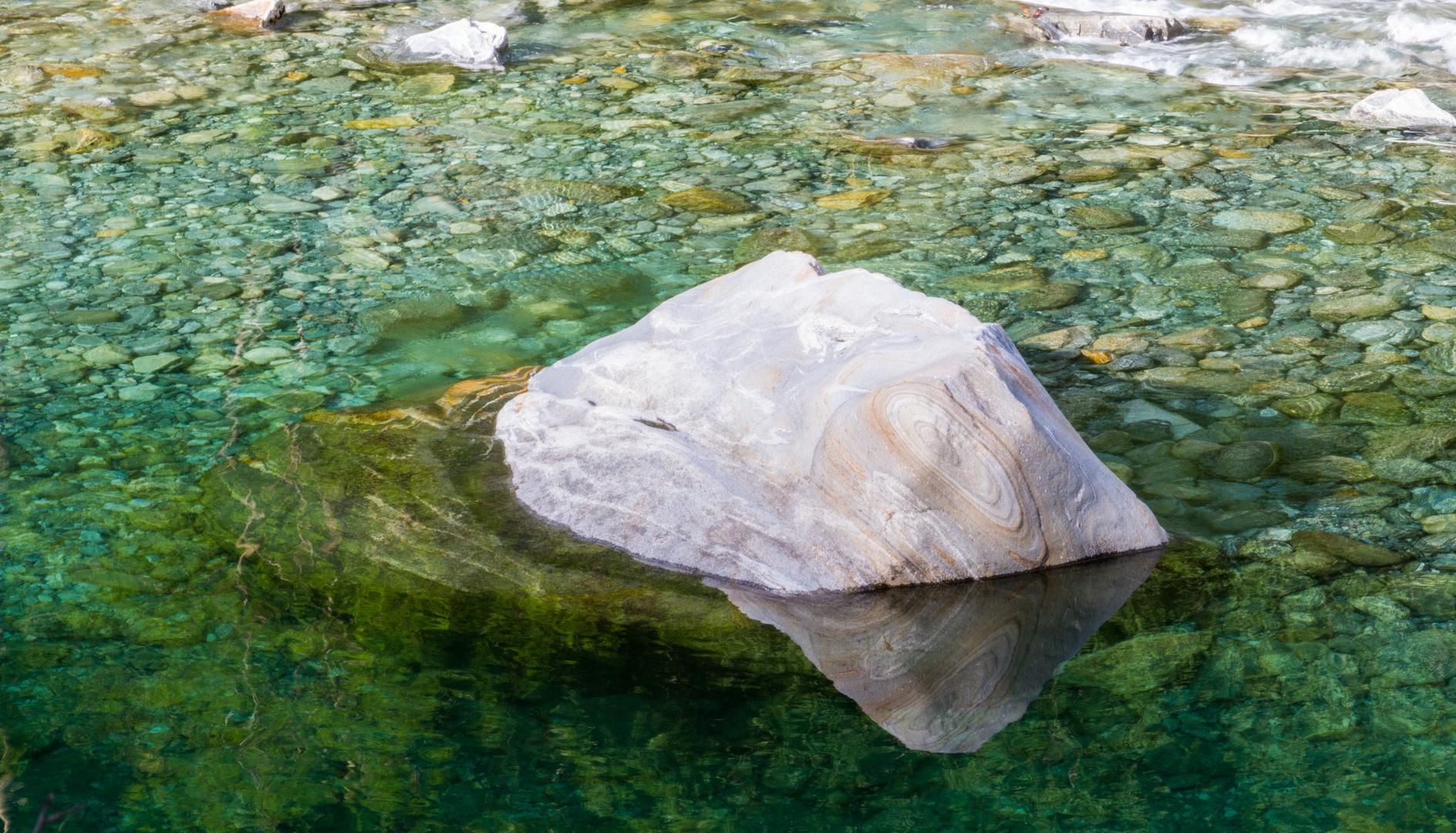 Der schwimmende Stein