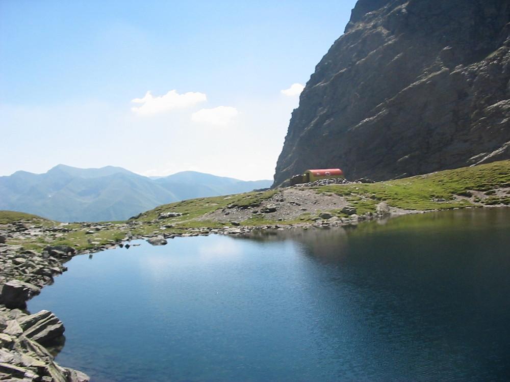 Der See Caltuni in die Carpaten