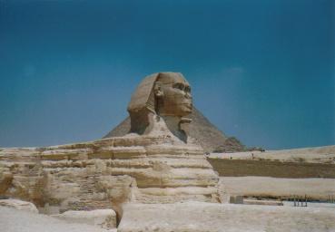 Der Sphinx vor der Chephren- Pyramide