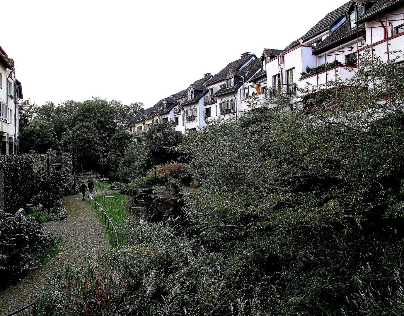 Der Stadtgraben in Ratingen mit Angerbach