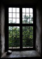 Der Stein am Fenster