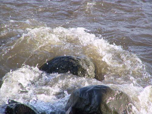 Der Stein im Wasser