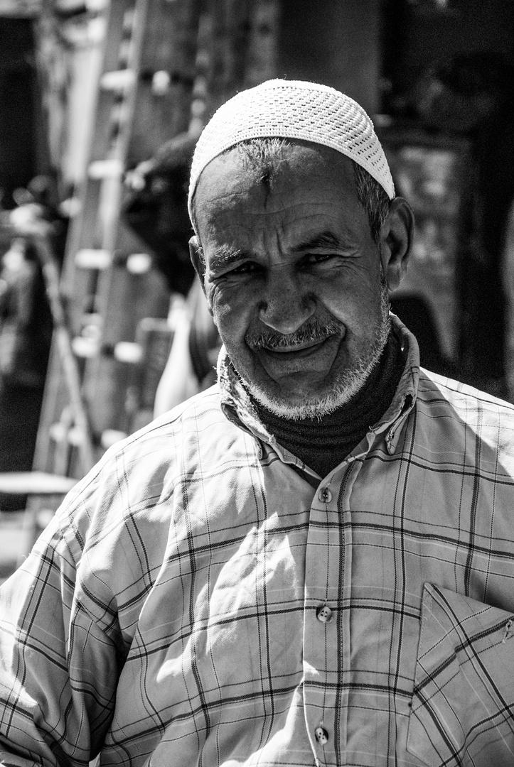 Der Süßigkeitenverkäufer in den Souks von Marrakesch