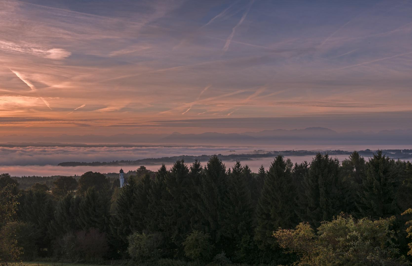 Der Tag ist da - Ilkahöhe mit Blick auf den Starnberger See, den Alpenhauptkamm und das Kirchlein St