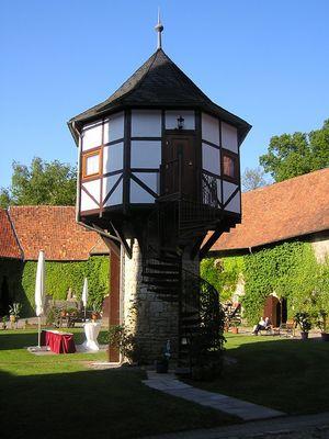 Der Taubenturm im Schlosshof der Westerburg