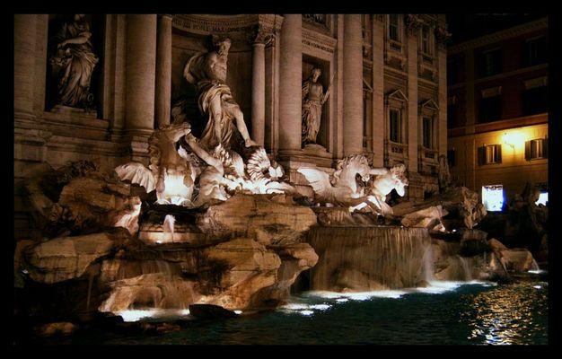 Der Trevi Brunnen bei Nacht