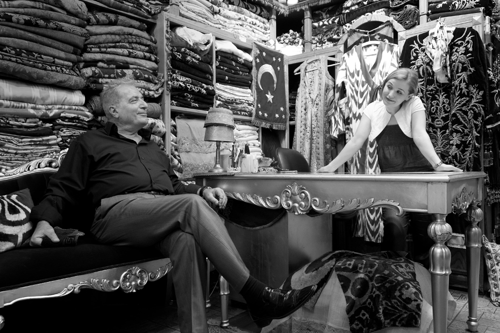 .. der türkische Stoffhändler und seine Tochter ..