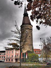 Der Turm mit der schiefen Haube