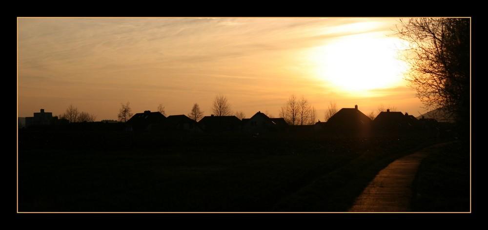 Der untergehenden Sonne entgegen
