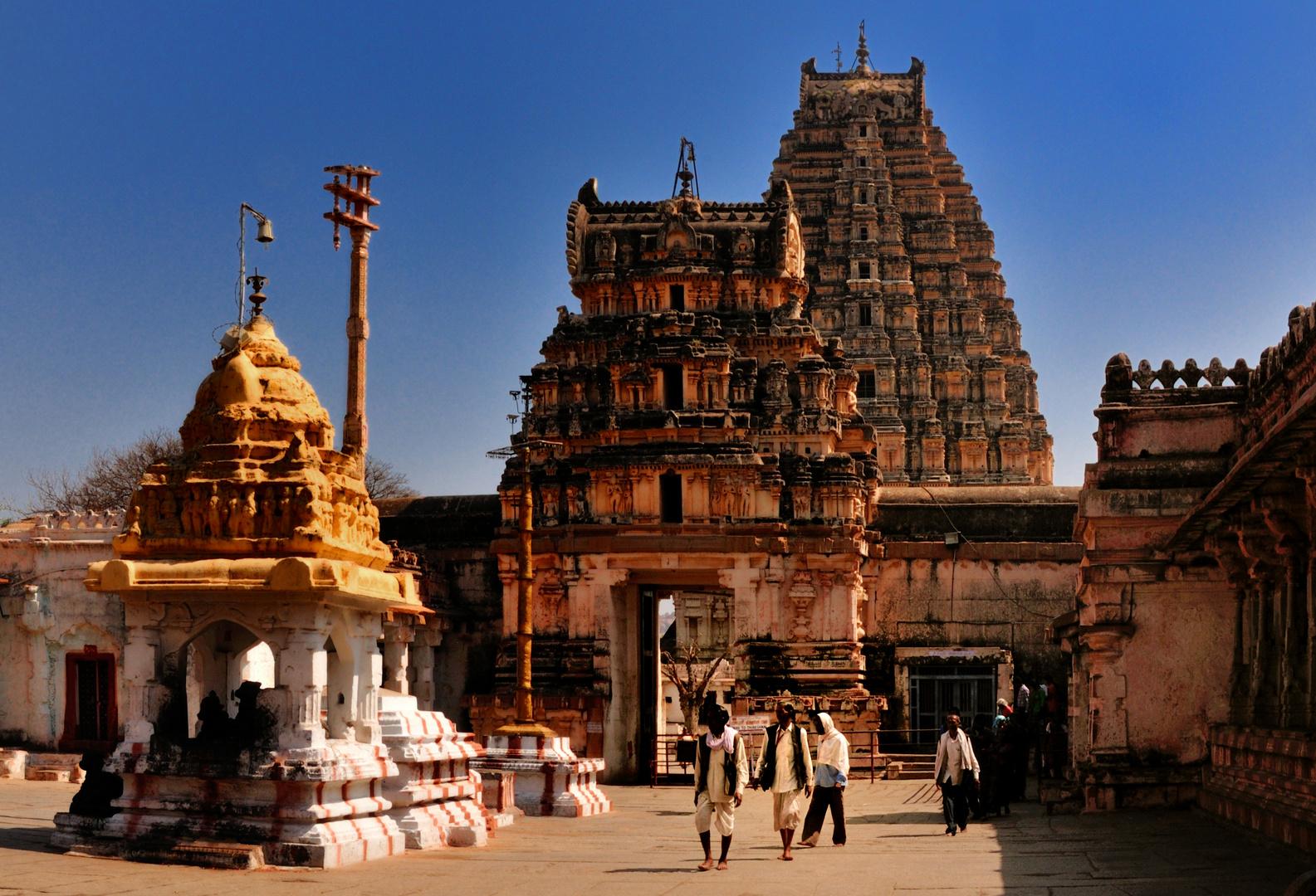 Der Virupaksha Tempel wird noch benutzt