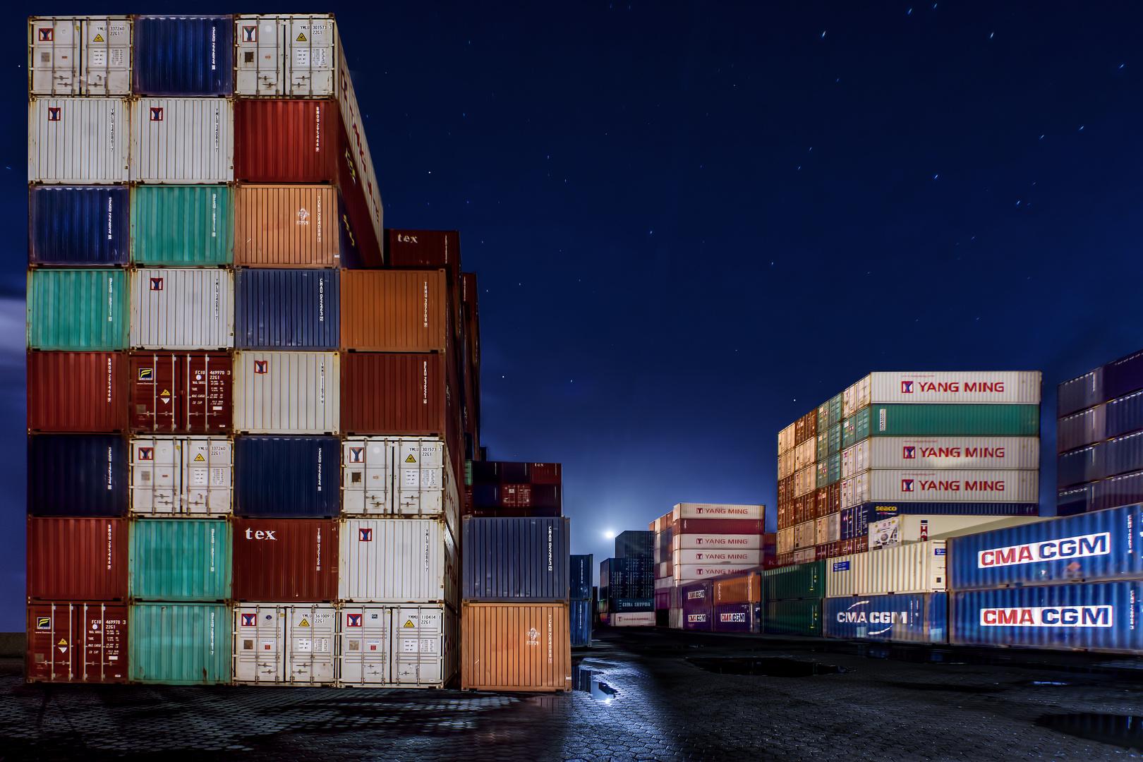 Der Vollmond und die Container