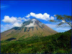 Der Vulkan Gunung Inerie bei Bajawa-Flores/Indonesia