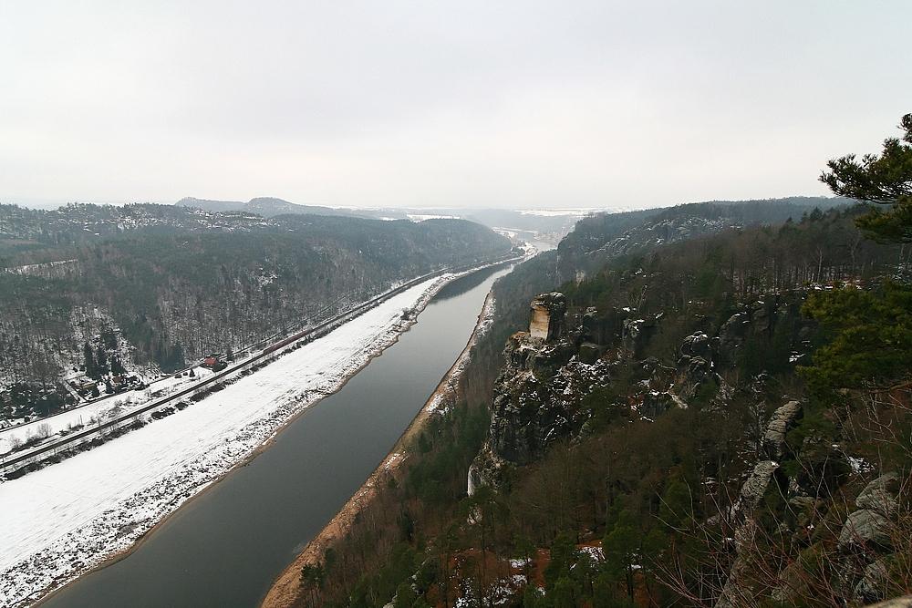 Der Wartturm und die Elbe