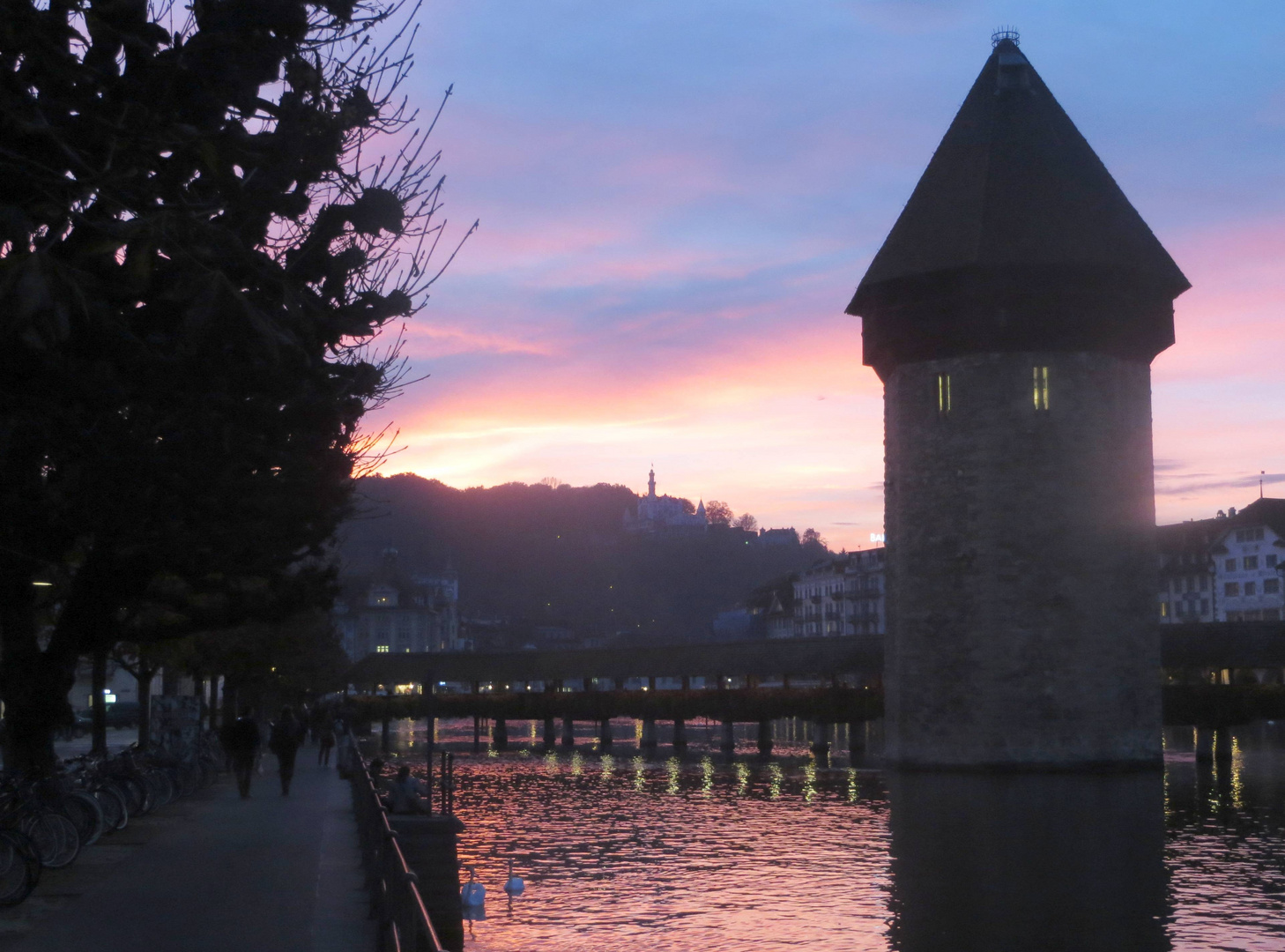 Der Wasserturm im Abendrot ...