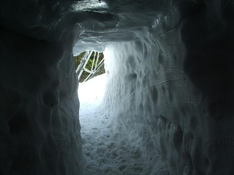 der Weg aus der Seilbahnstation (Schneekoppe)