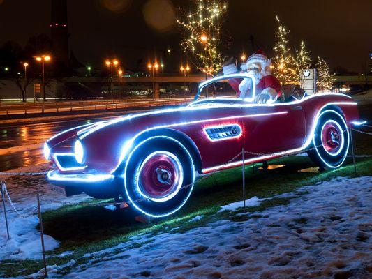 Der Weihnachtsmann fährt nen verdammt schicken Schlitten. Einen von BMW!