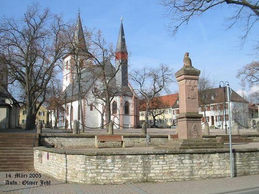 Der Westhofener Marktplatz mit evg. Kirche