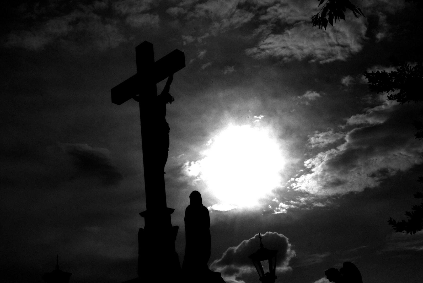Derrière la Croix
