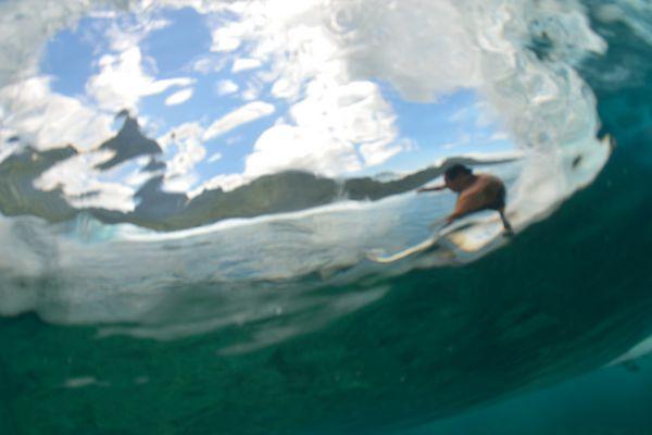 derrière la vague
