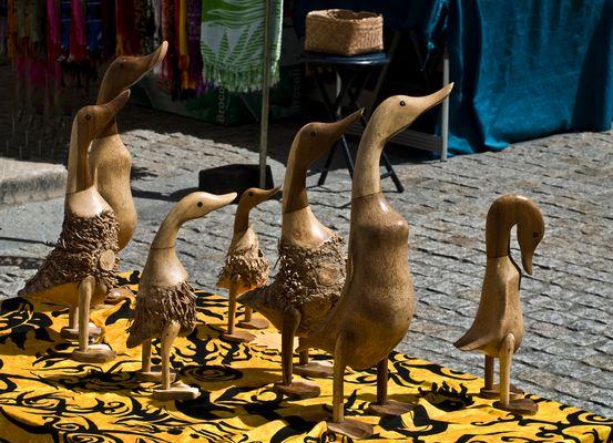 Des canards gersois au marché de Condom  --  Enten aus dem Gers am Markt in Condom