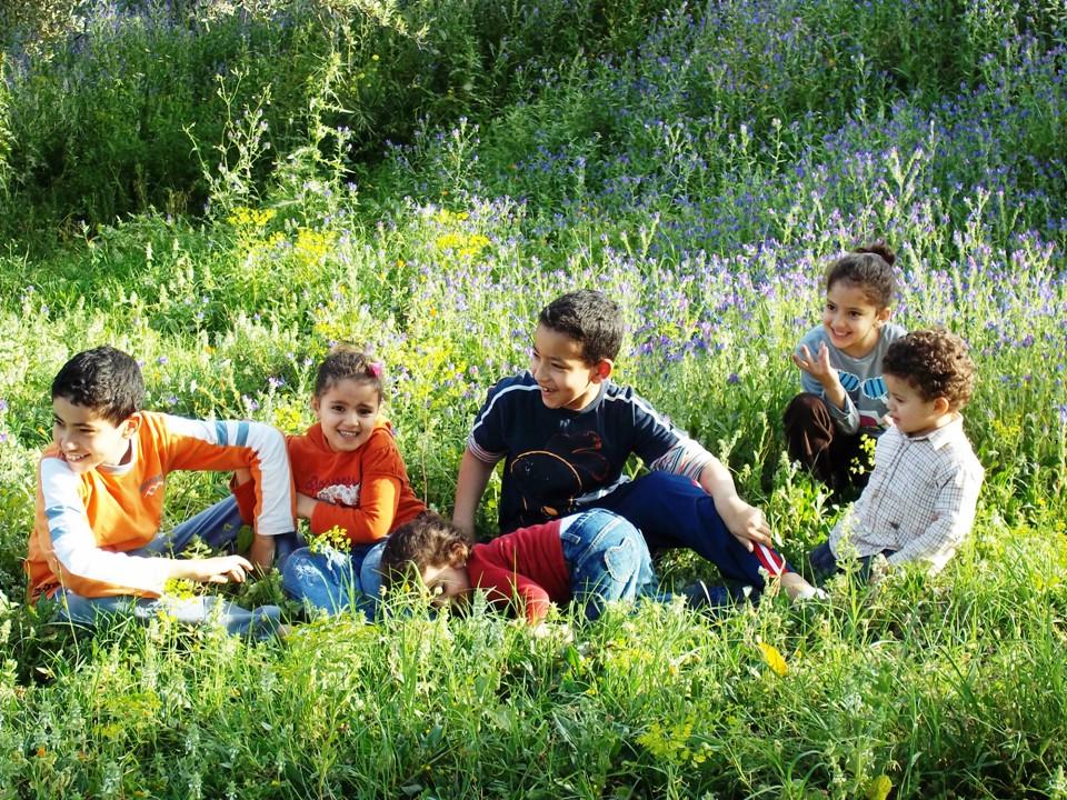 des enfants en plein nature photo et image paysages paysages de campagne nature images. Black Bedroom Furniture Sets. Home Design Ideas