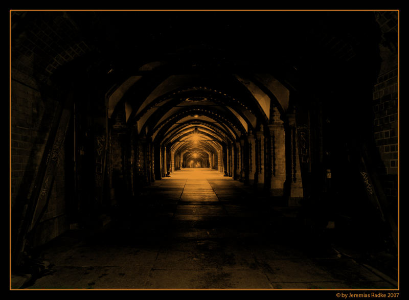 des nachts auf und unter der oberbaumbrücke/berlin