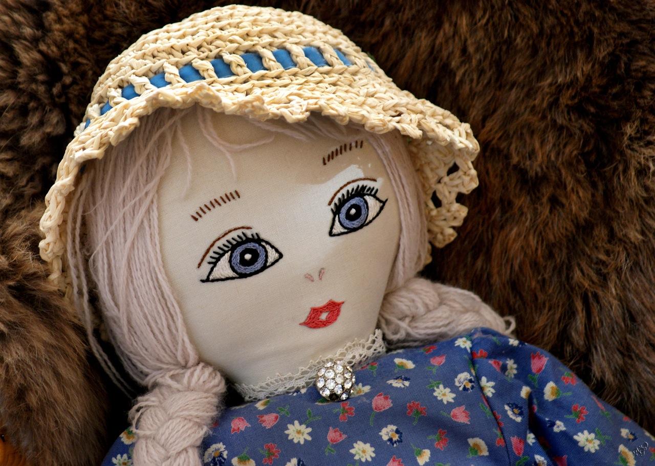 Des yeux de poupée .....