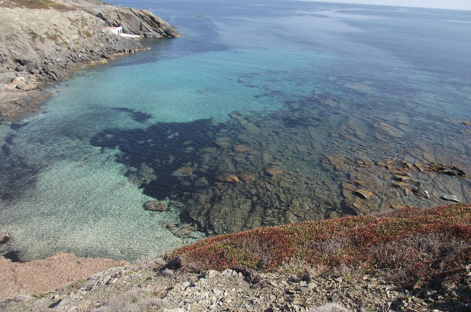 Desde un acantilado, el mar se ve mejor
