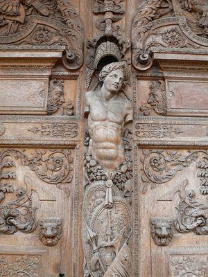 détail de la porte du vieux palais de justice de Dijon