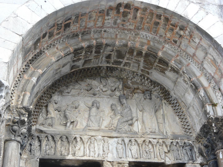 Détail du porche de l'abbaye de St Bertrand de Comminges