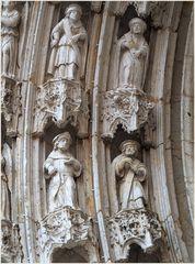 Détail du portail sud de la Cathédrale St-Pierre à Condom