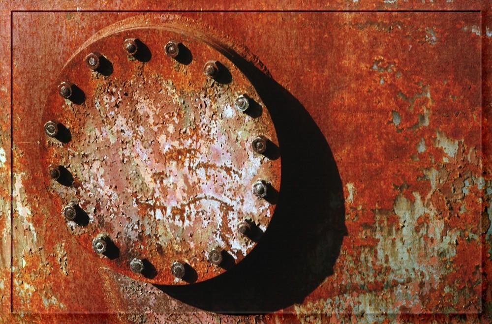 Detail eines rostigen Zylinders in der Hansa-Kokerei Dortmund