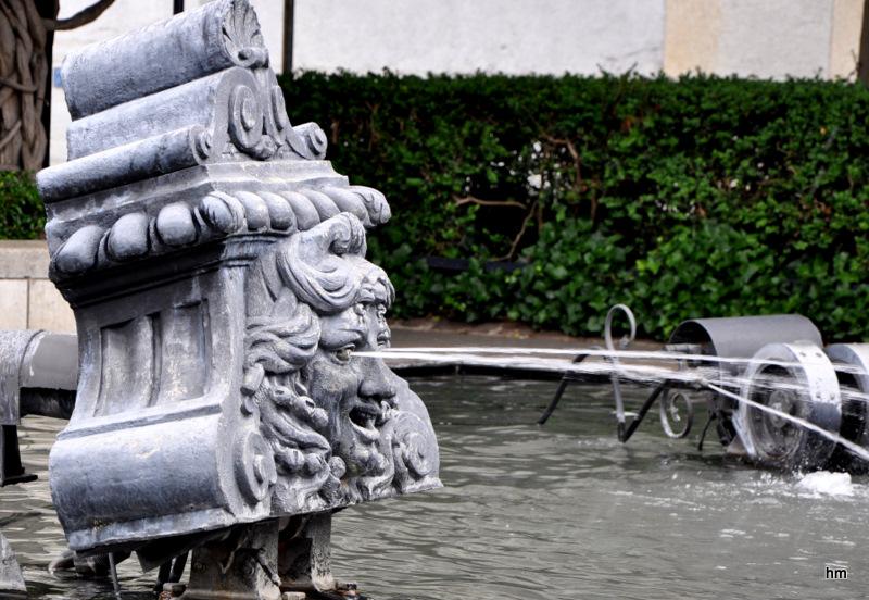 Detail vom Basler Fasnachts Brunnen : Dr Theaterkopf