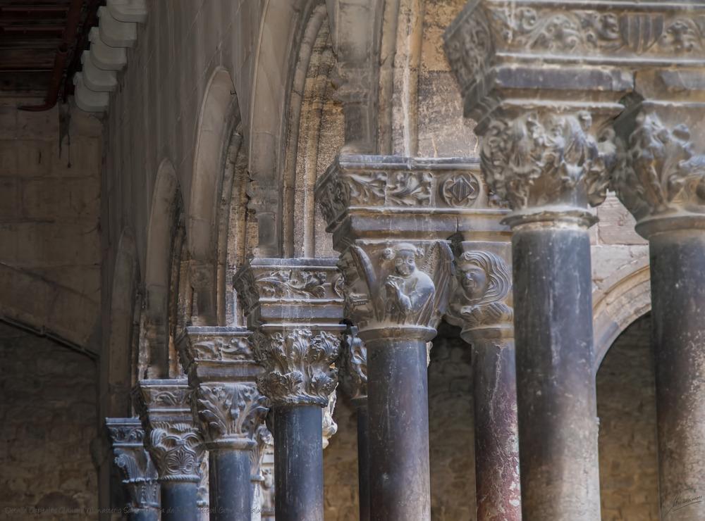 Detalle Capiteles Claustro Monasterio Santa María de Ripoll (Ripoll Girona Catalunya)