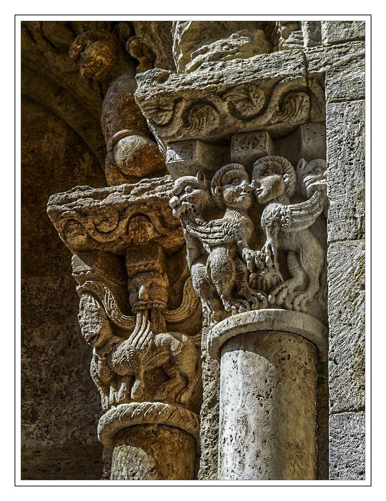 Detalle Iglesia Parroquial de Sant Vicenc (Besalú La Garrotxa Girona Catalunya)
