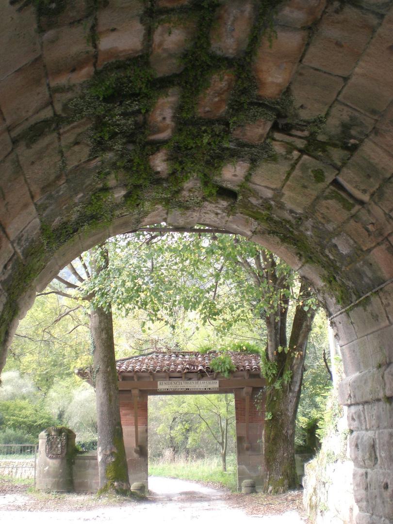 Detrás del túnel