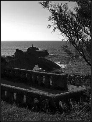 Deuil,…le Rocher de la Vierge à Biarritz – Trauer,…der Felsen der Heiligen Jungfrau in Biarritz