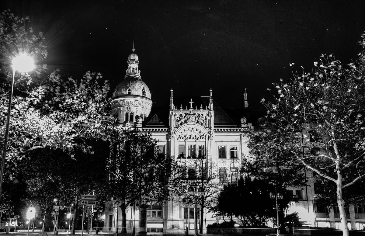 Deutsch Bank bei Nacht