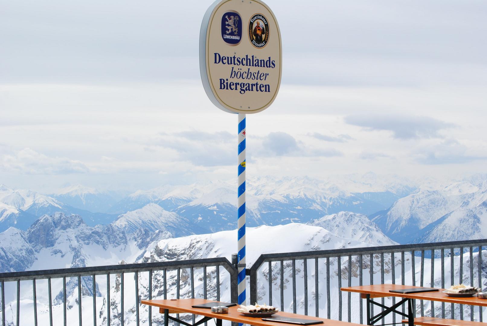 Deutschlands höchster Biergarten :o) In 2964 Metern höhe