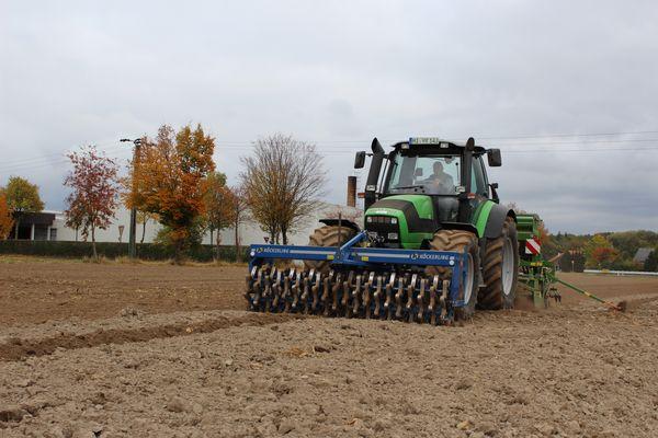 Deutz-Fahr Agrotron M640 versteckt den letzten Weizen